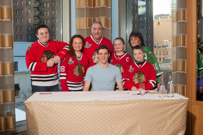 sports celebrity photo of chicago family blackhawk fans meet and greet with andrew shaw.