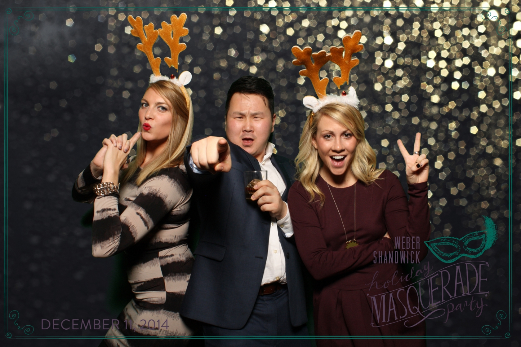 chicago holiday party photographer holiday event photography disco fabulous company holiday party photo booth